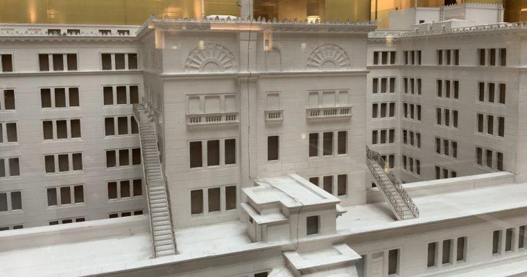明治生命館「旧明治生命館の模型と現在の姿の模型」(東京都中央区・2019年8月訪問)